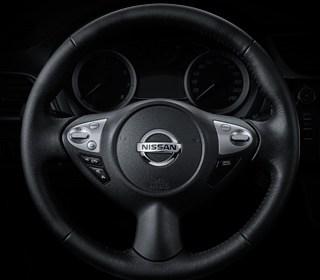 方向盤音響控制鍵(左) + 定速巡航系統(右)